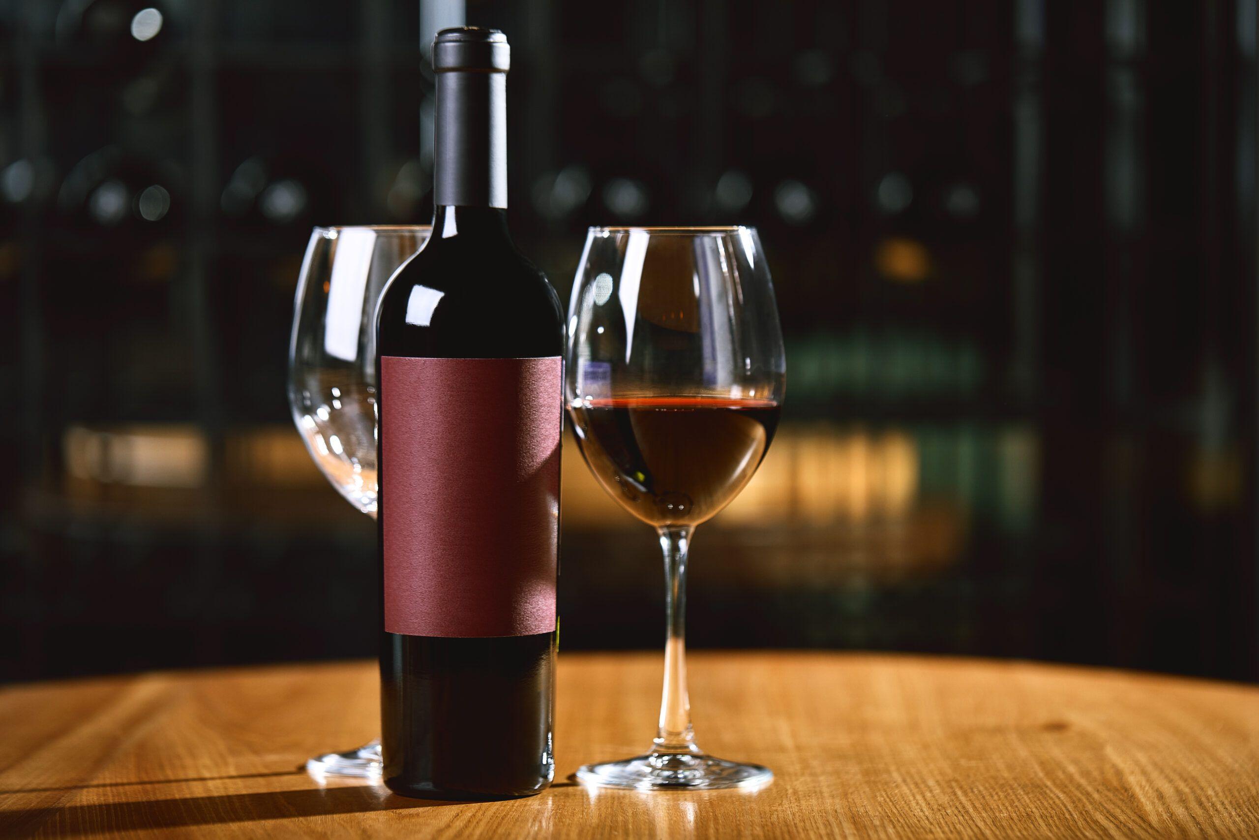 Para qué sirve decantar un vino